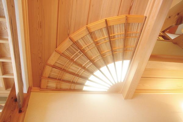P17-天井の扇.jpg
